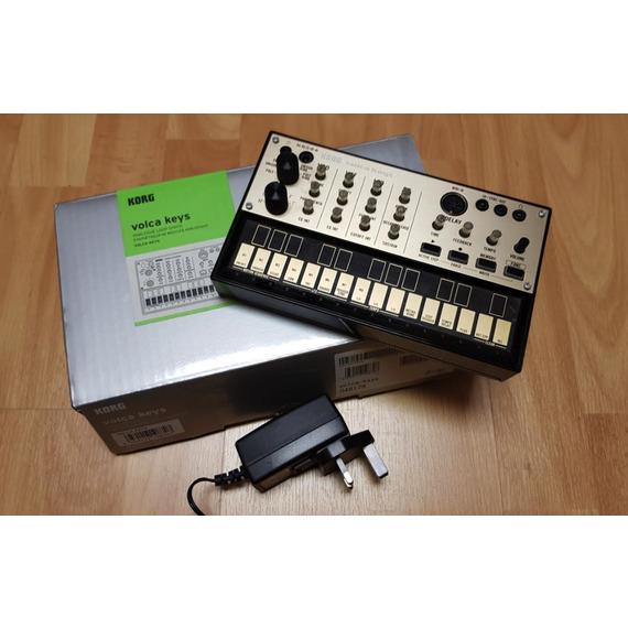 Korg Volca Keys B-STOCK inc KA350 Power Supply - Polyphonic Analogue Loop Synth